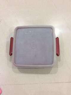 Tupperware box