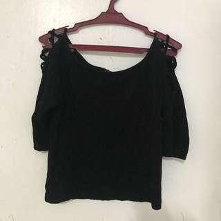 Black criss cross shoulder 3/4 crop top
