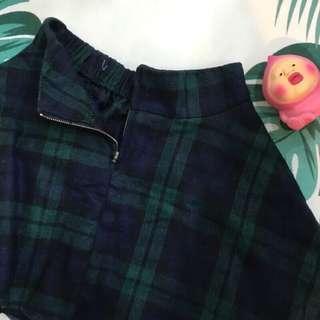 🉐️便宜售只要50$ 格子毛料短裙