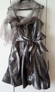 女裝M码吊帶連披肩裙(至滕位)原价399 現售