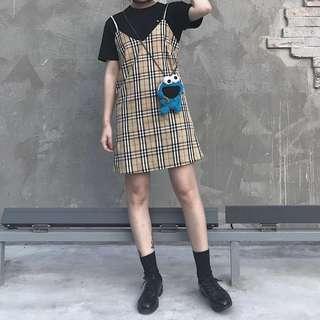 🚚 【黑店】限量訂製款 英倫風經典格紋吊帶裙 V領格紋吊帶短裙 顯瘦寬鬆吊帶裙 復古經典格紋吊帶裙