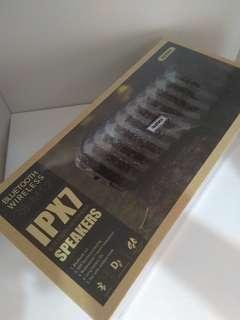 Remax waterproof speaker