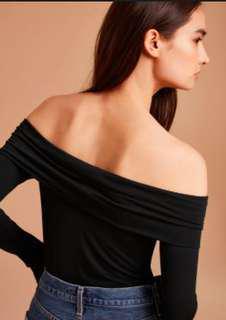 Aritzia Wilfred off the shoulder top