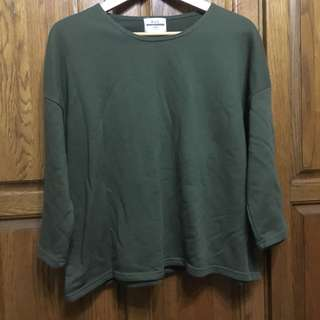 🚚 七分袖軍綠微短版上衣