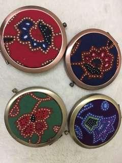 SIA Kebaya. Authentic batik mirror