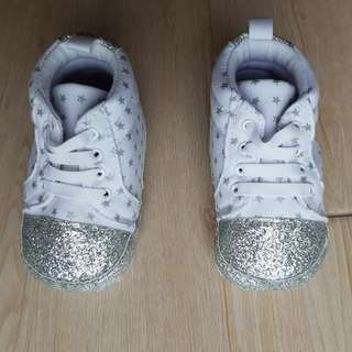 Crib Couture White Glitter Kicks (size 22)