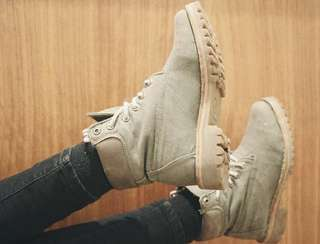 authentic TIMBERLAND boots in khaki, brown