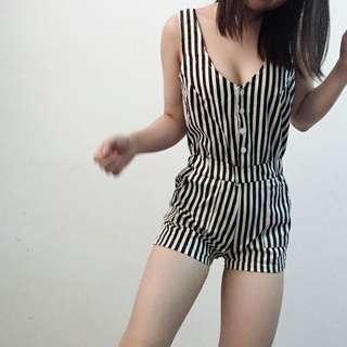 🚚 黑白條紋chic風俐落質感連身褲