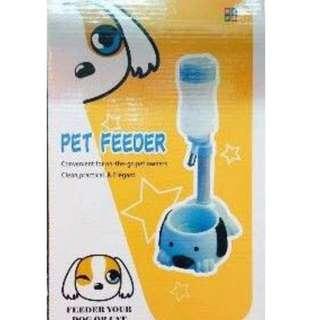Character pet feeder
