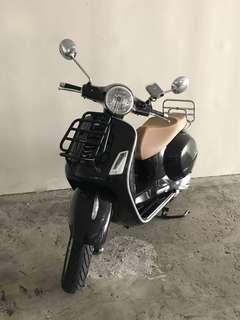 Vespa GTS150 Scooter Black ABS Version