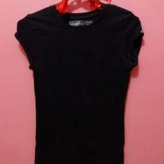 Fitted black shirt