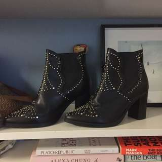 STEVE MADDEN Chloe inspired boots