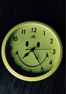 Smile Wall Clock 鐘 好靜好準 accurate and silent 靜音配電芯