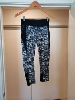 Blockout patterned 3/4 exercise tights