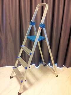 Good cindition adjustable step ladder