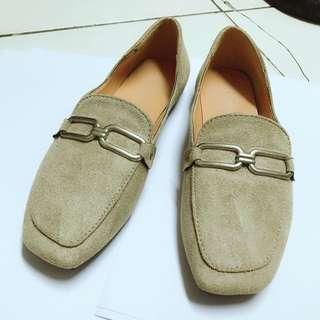 🚚 卡其色氣質平底鞋 23.5 37 偏小