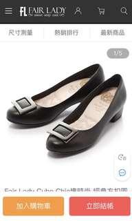 🚚 Fair Lady Cube Chic塊時尚 經典方扣圓頭粗跟鞋 黑(601220)