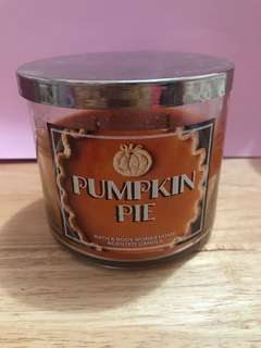 Bath & Body Works 3-wick candle in Pumpkin Pie