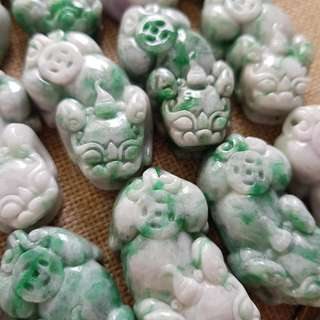 Grade A myanmar jade with cert 肥大貔貅  白底青翡翠