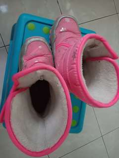 Winter shoe for kids 6-7years old