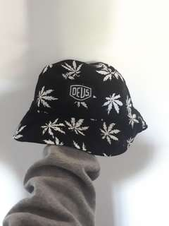 DEUS Bucket Hat