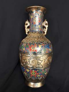 Qing dynasty Chien long mark bronze color porcelain vase decorated with dragons n flowers.  大凊乾隆年制青銅彩瓷瓶。