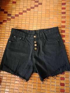 🚚 高腰排扣牛仔短褲(黑)