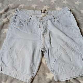 Ligtwashed Denim Levis pedal shorts