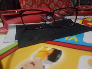 Kacamata frame guess