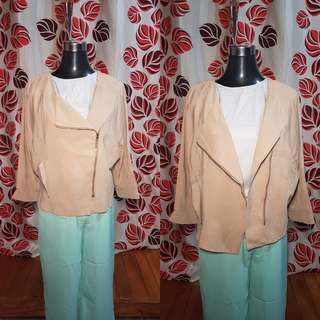 🍭Khaki Front Zip top; med-Large ;80
