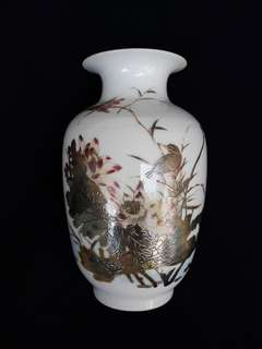 Qing era vase with birds n flowers 20 cm high.