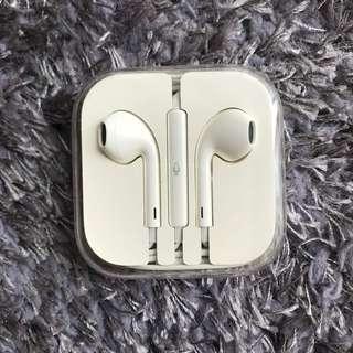 Apple Earpieces/Earphones Brand New