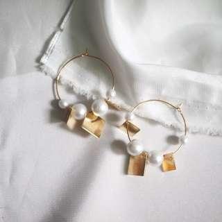 Mixed pearl metal hoop earrings