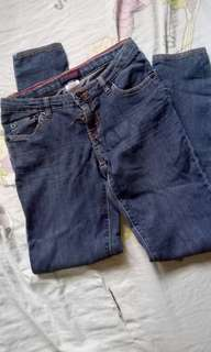 REPRICED!! LEVIS SKINNY JEANS