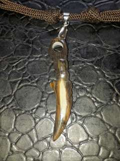 Fossil Kelo Urat Emas crafting karimbit pendant. Self collection at hougang ave8 or Punggol Drive under my blk