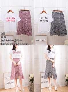 🚚 韓版字母T不規則排釦斜擺格子裙套裝