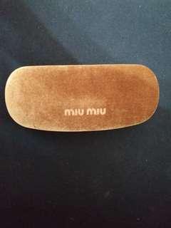 Miu Miu 金色眼鏡盒