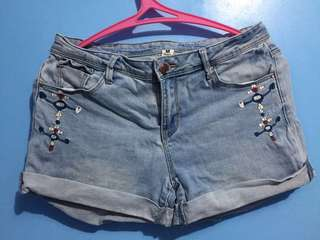 light washed maong shorts w/ embroidery