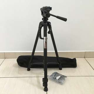 Weifeng WT-3520 Portable Lightweight 3 way Pan Head Aluminum Alloy Professional Camera Tripod with Dual Bubble Levels for SLR Camera ,Handphone or DV Camcorder - Black