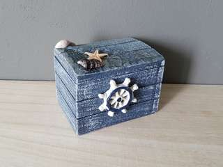 Nautical wooden crate (Washed-out blue)