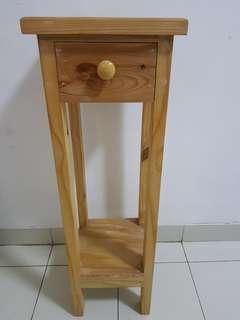 Side table (samping ranjang)