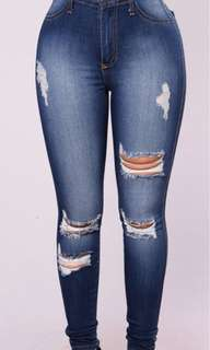 FashionNova Jeans (ripped)