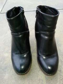 Black boots 6 37