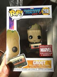 Funko pop marvel guardians of the galaxy groot with mixtape mcc exclusive