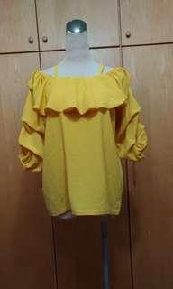 🚚 黃-露肩荷葉邊雪紡上衣