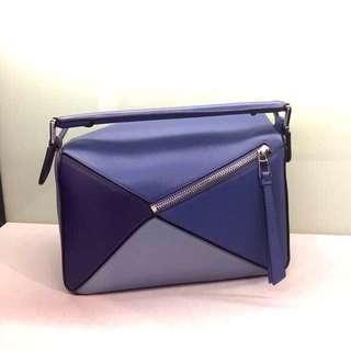 Loewe Puzzle  Bag  Size: 25 x 16.5 x 10 cm Strap length: 87-124 cm 材質:小牛皮 西班牙製造