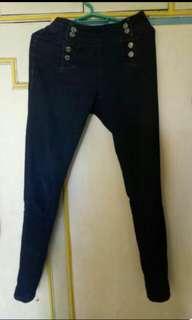 Black highwaist pants