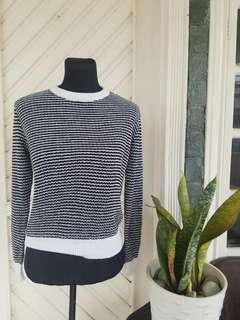 GU Black & White Knitted Sweater