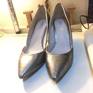 🚚 美國帶回 銀色蛇皮壓紋跟鞋