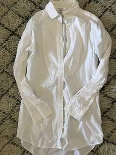 Uniqlo white button up shirt size M